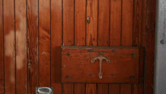 10_stripping_varnish_from_wood_using_sodablasting